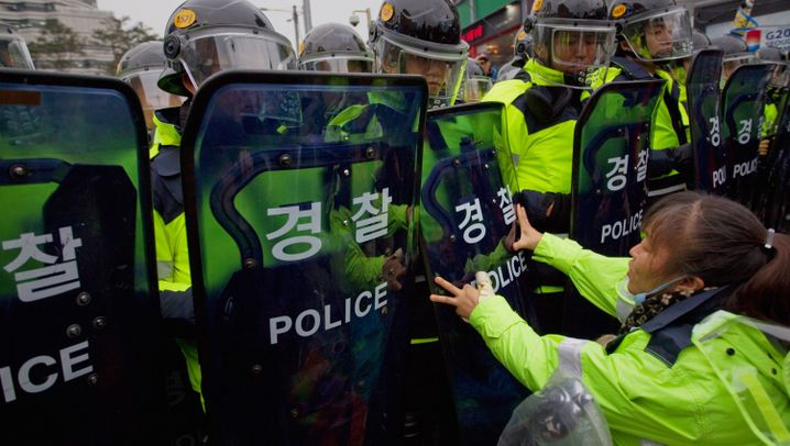 G-20-Gipfel: Proteste und Händeschütteln in Seoul