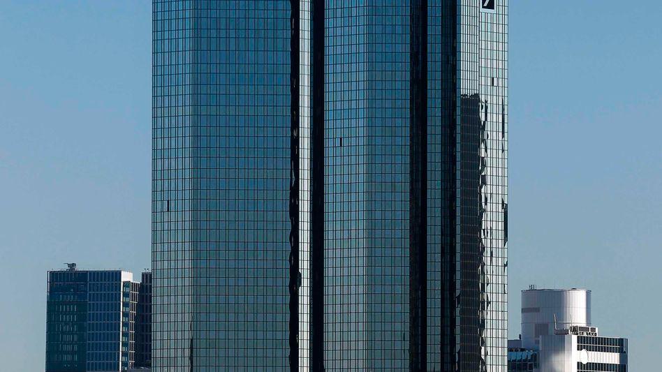 Deutsche-Bank-Türme in Frankfurt: Durchsuchungen im Vorstandsbüro