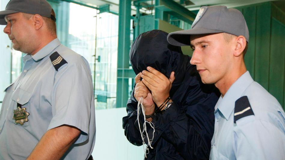 """Mossad-Helfer Brodsky (M., bei einer Verhandlung in Polen): """"Angemessene Kaution"""" hinterlegt"""