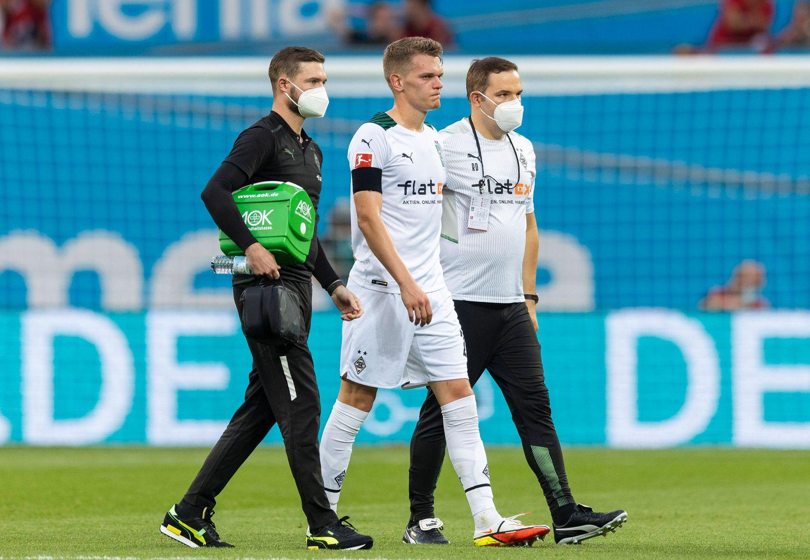 Matthias Ginter (BMG) muss verletzt ausgewechselt werden Bayer Leverkusen - Borussia Mönchengladbach 21.08.2021, Fussba
