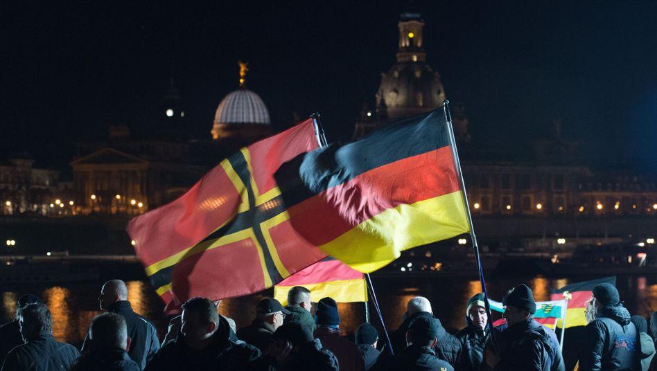 Pegida-Kundgebung in Dresden: Belustigung und Hohn