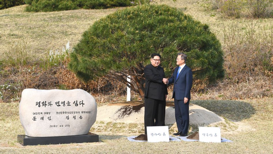 Moon Jae In (r.) und Kim Jong Un während des Korea-Gipfels im April 2018