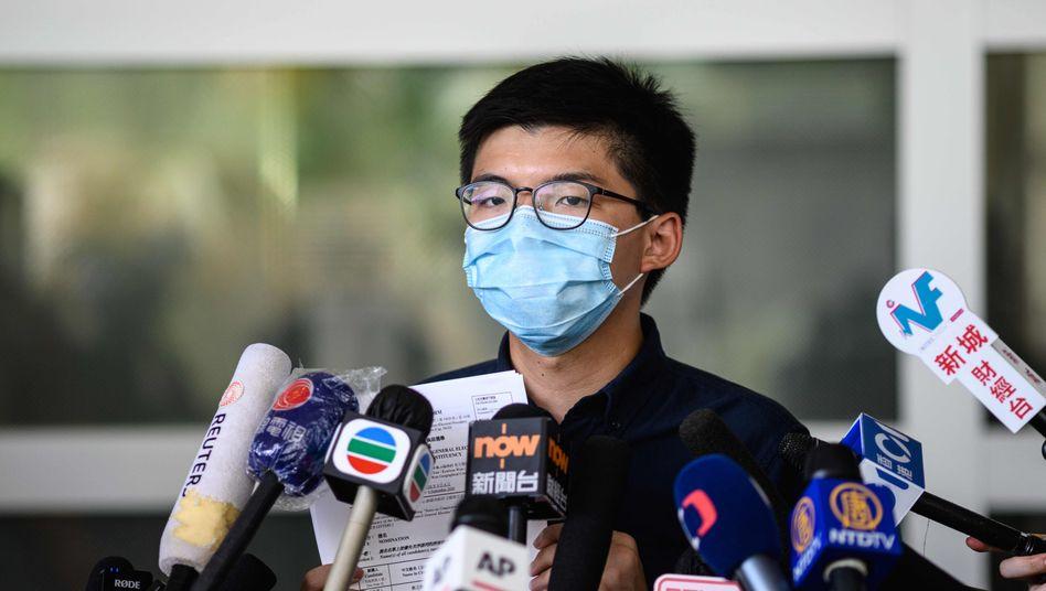 Joshua Wong bei der Bekanntgabe seiner Bewerbung am Montag