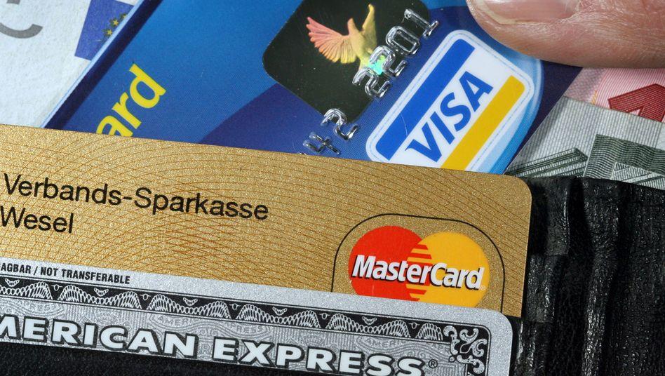 Kreditkarten (Symbolbild): Kriminelle veröffentlichen Datensätze im Web