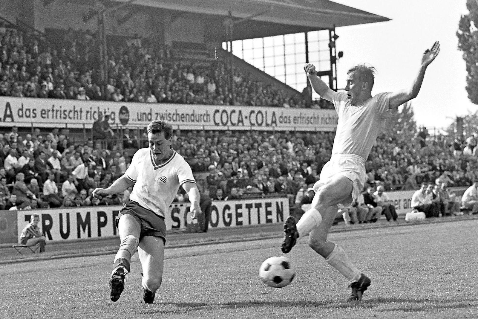 Aus 1 BL Saison 1965 66 Eintracht Braunschweig helle Hose gegen Tasmania Berlin 3 1 am 14 05 1966