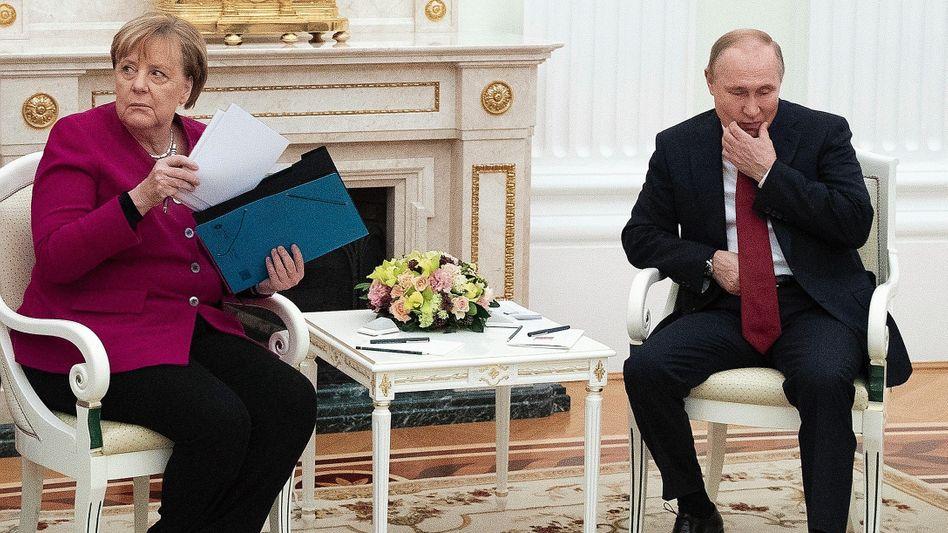 Kanzlerin Merkel, Staatspräsident Putin in Moskau im Januar:Scharfe Worte