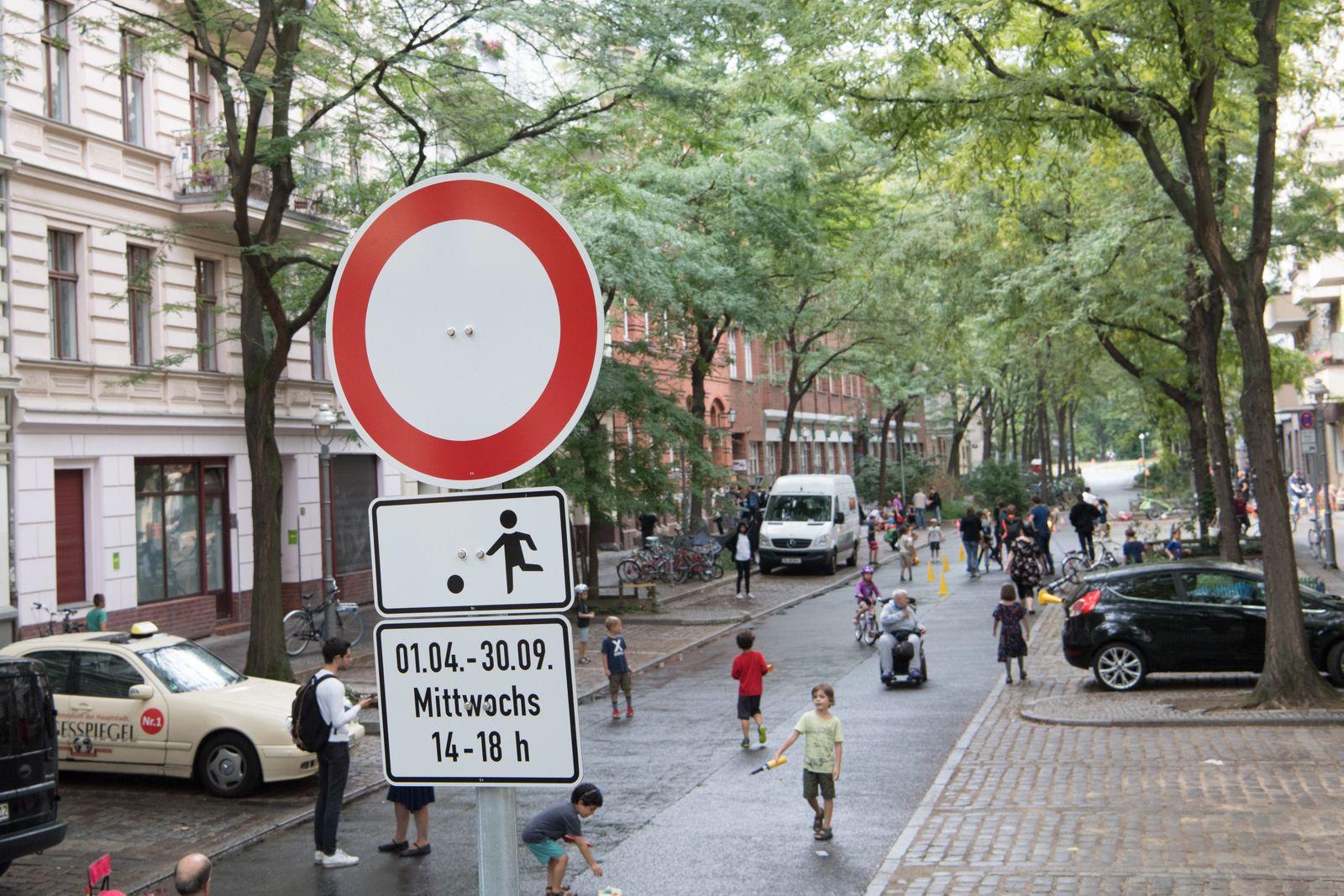 Start der ersten temporären Spielstraße in Berlin