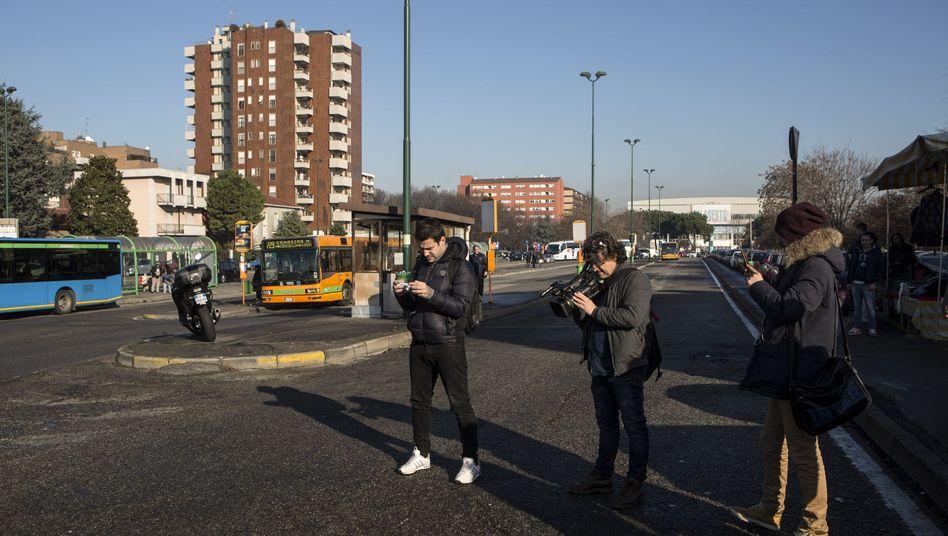 Medienvertreter in Sesto San Giovanni, dem Ort, an dem Anis Amri von der Polizei erschossen wurde.