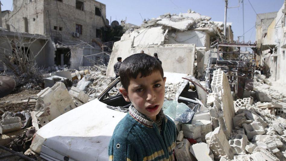Syrischer Junge in Duma bei Damaskus