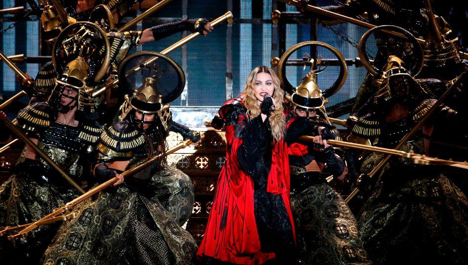 Paris: Madonna-Fans müssen dreieinhalb Stunden auf Konzertbeginn warten