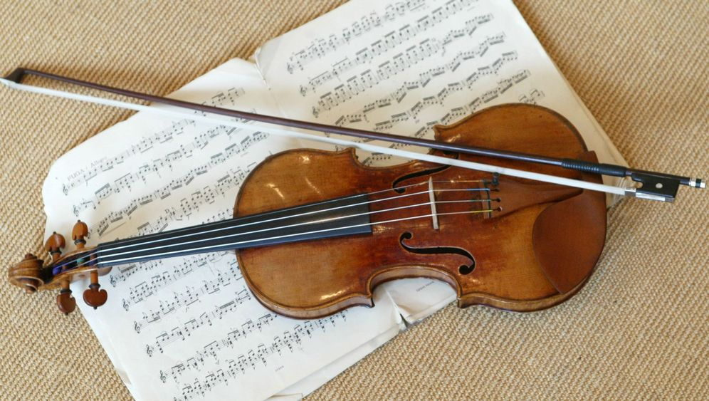 Photo Gallery: Dietmar Machold's Stradivarius Scams