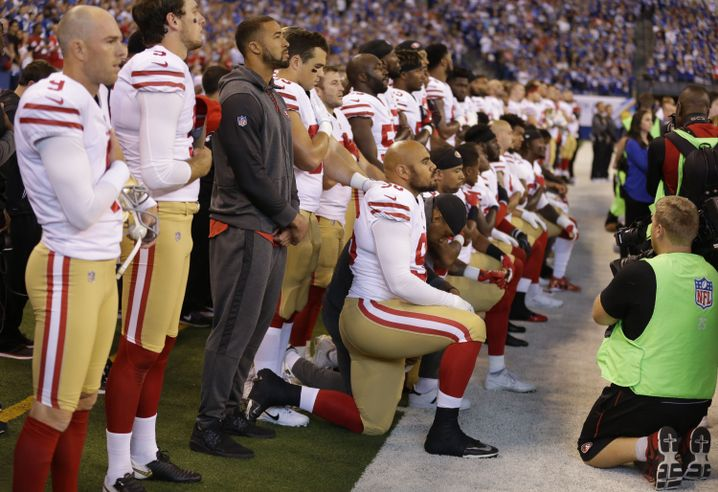 Protest der San Francisco 49er beim Spielen der Nationalhymne (Archivfoto von 2017)