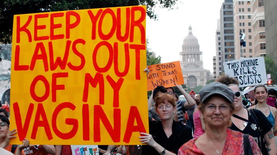 Frauenrechtlerinnen bei einer Demo gegen das neue Gesetz in Austin, Texas