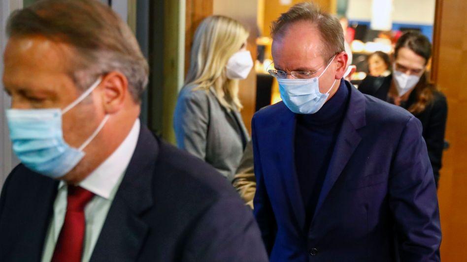 Der ehemalige Wirecard-Chef Markus Braun (r.) muss in Untersuchungshaft bleiben