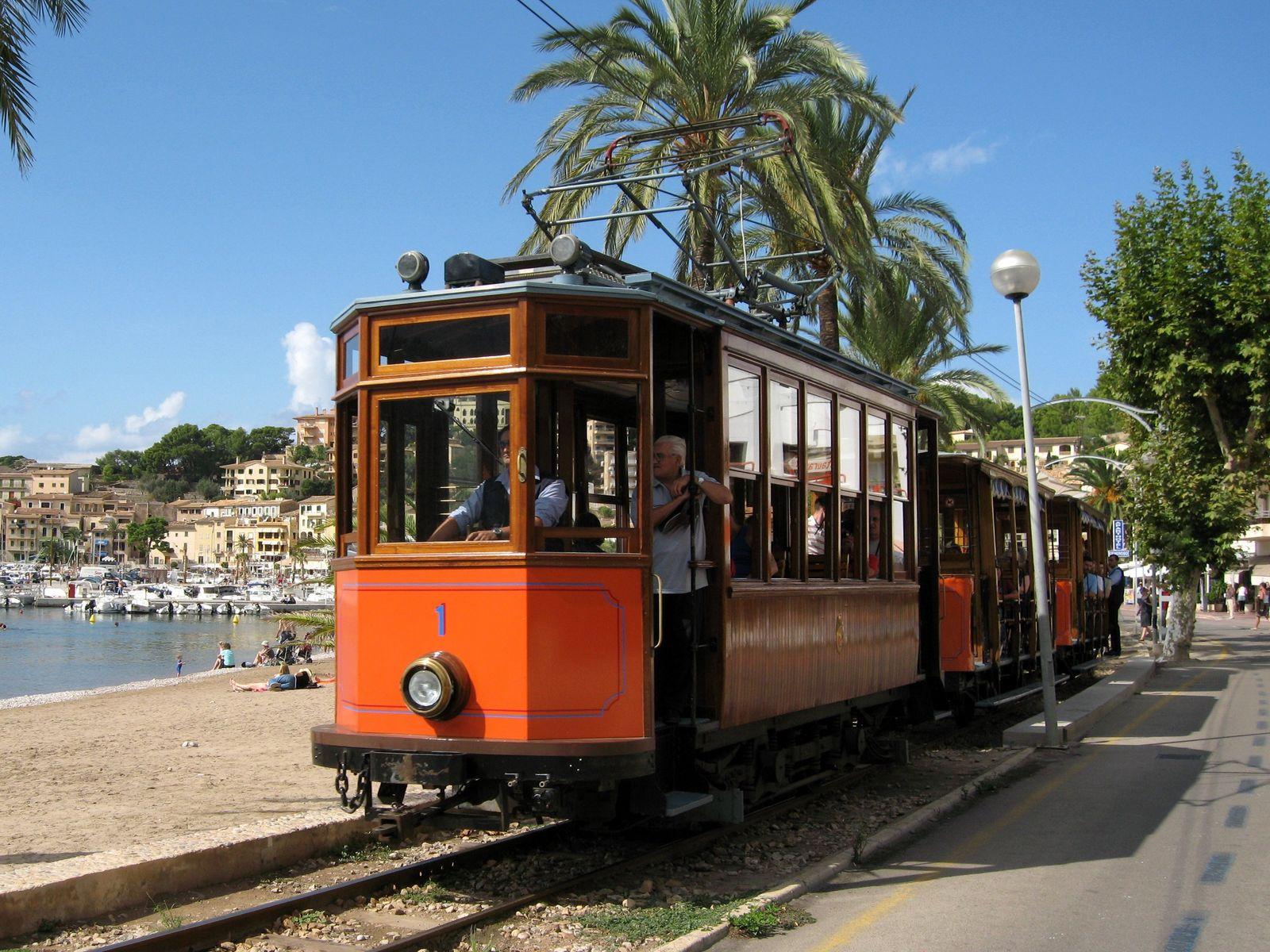 """Straßenbahn """"Roter Blitz"""" auf Mallorca"""