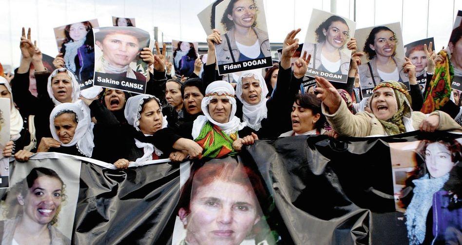 Demonstrantinnen in Istanbul(*) »Alle Hypothesen bleiben offen«
