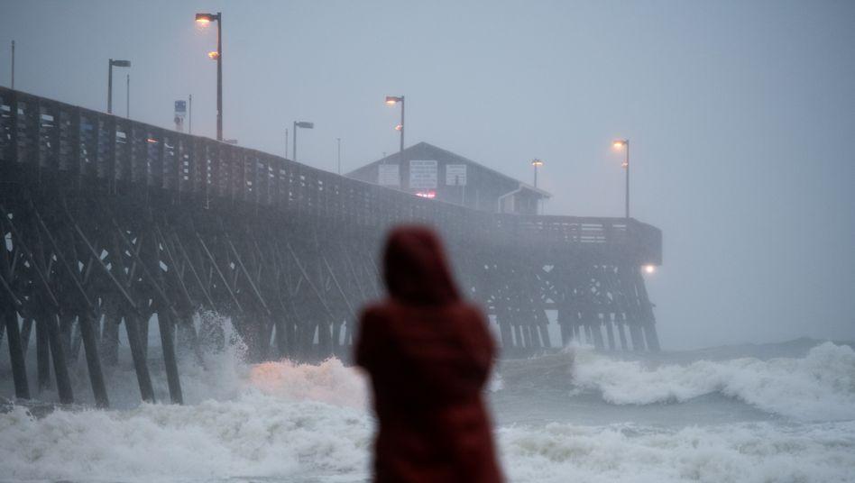 """Hurrikan """"Isaias"""" trifft am 3. August auf die Stadt Garden City in South Carolina"""