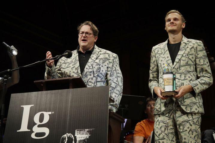 Schmutzgeldforscher aus den Niederlanden: Andreas Voss und sein Sohn Timothy