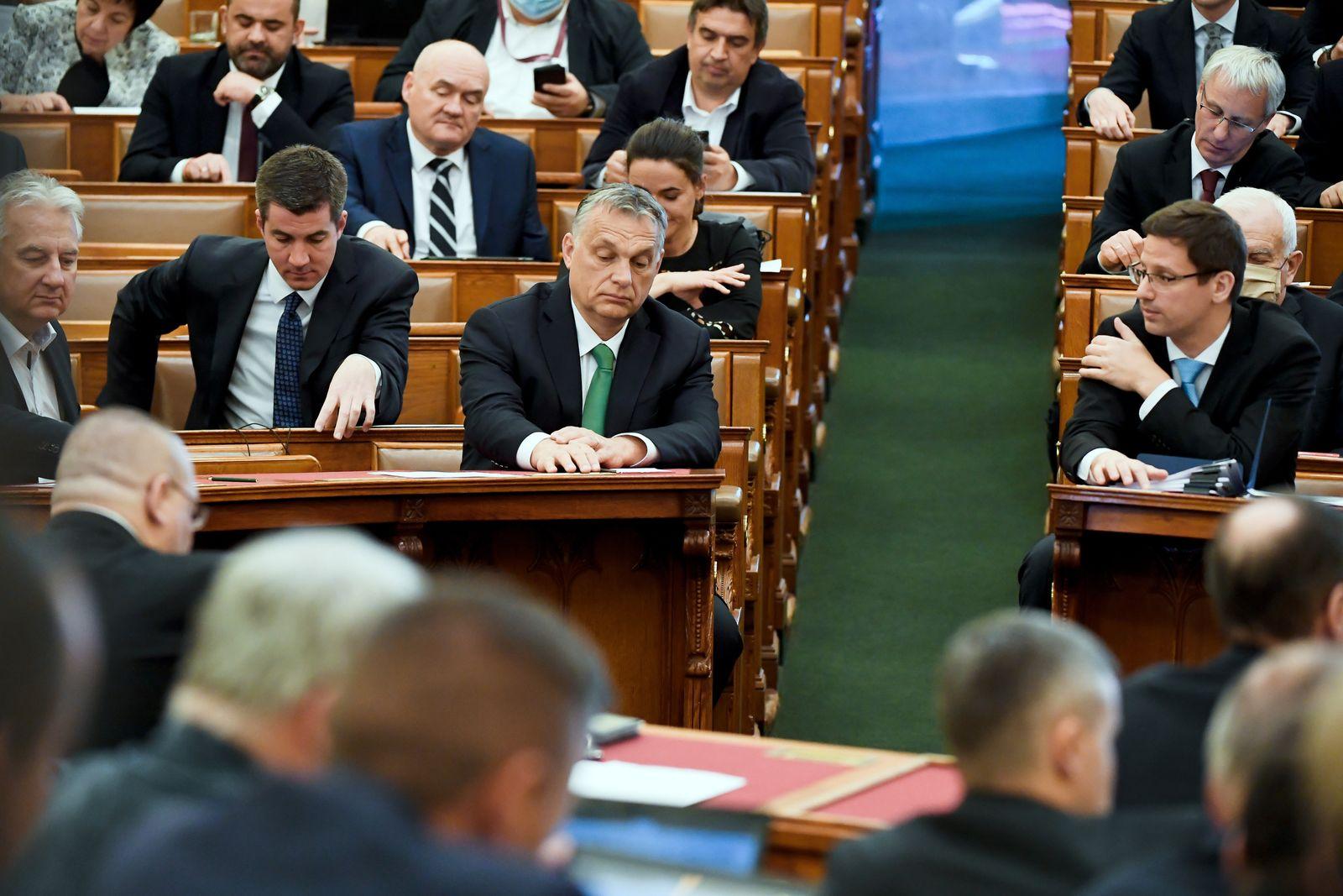 Plenary session of the Parliament, Budapest, Hungary - 06 Apr 2020