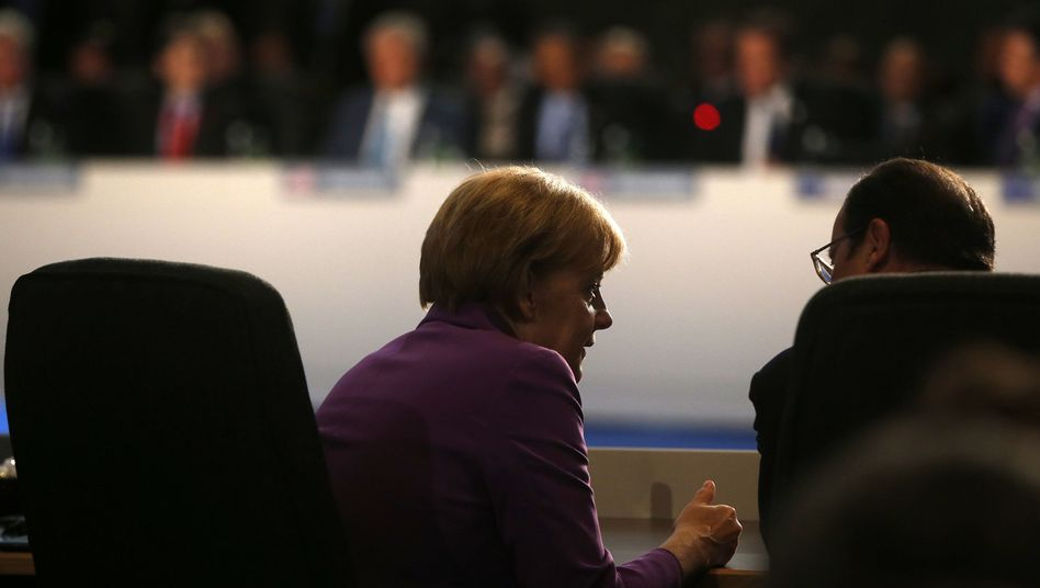 German Chancellor Angela Merkel and French President François Hollande: The German chancellor is unlikely to seek a collision course with France over its budget deficit.