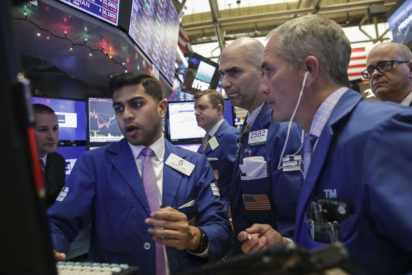 US-MARKETS-TAKE-ANOTHER-SERIOUS-PLUNGE-ONE-DAY-AFTER-FED-INTERES