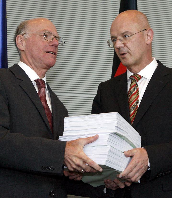 Bundestagspräsident Lammert, Ausschussvorsitzender Kauder: Kärgliche Ergebnisse auf 3.500 Seiten