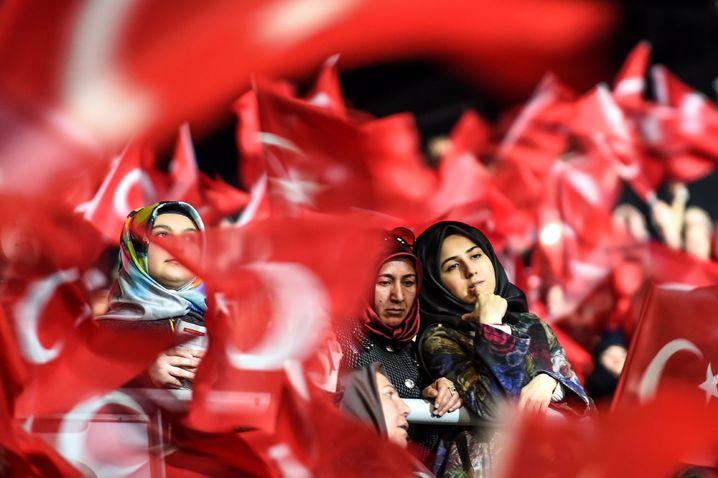 Erdogan-Anhängerinnen am Sonntag in Istanbul