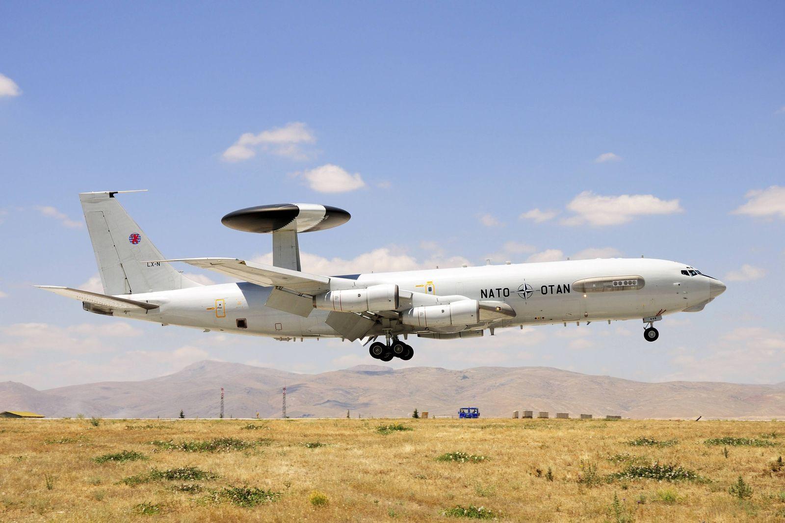 EINMALIGE VERWENDUNG Awacs Flugzeug / Konya / Türkei
