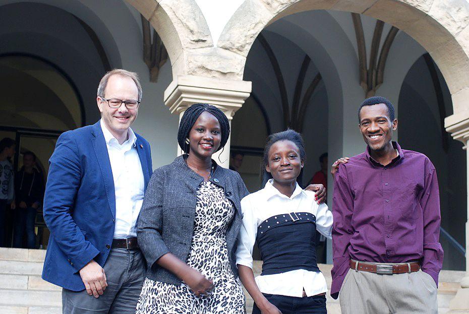 EINMALIGE VERWENDUNG Lehreraustausch Lehrer aus Kenia