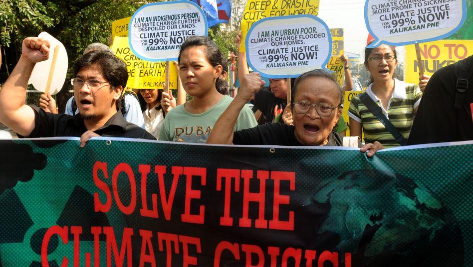"""""""Löst die Klima-Krise!"""": Umwelt-Aktivisten demonstrieren bei der Uno-Konferenz in Durban"""