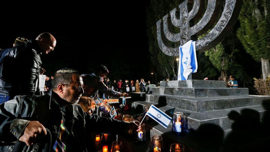 Gedenkfeier am Ort des Massakers in Babi Yar (Ukraine)