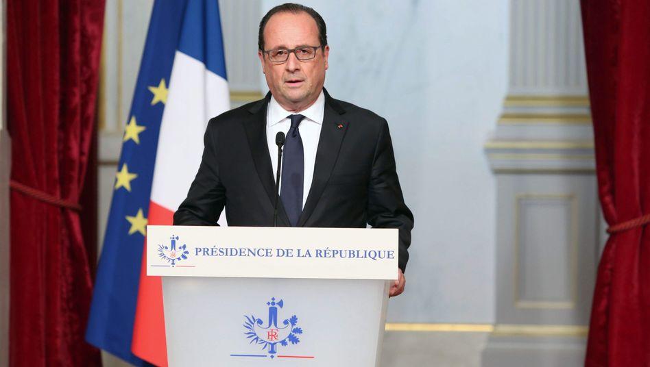"""Staatschef Hollande: """"Anschläge einer terroristischen Armee"""""""