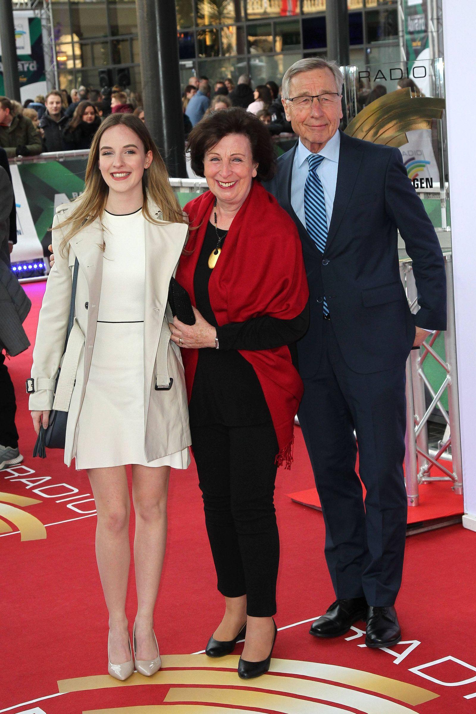 Wolfgang Clement mit seiner Ehefrau Karin und Enkelin Amelie bei der Verleihung vom Radio Regenbogen