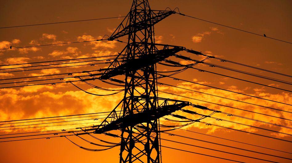 Hochspannungsleitung in Hamburg: Strompreis dürfte 2014 steigen