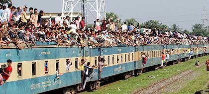 Überfüllter Zug in Bangladesh: 2,5 Milliarden Menschen mehr auf der Welt