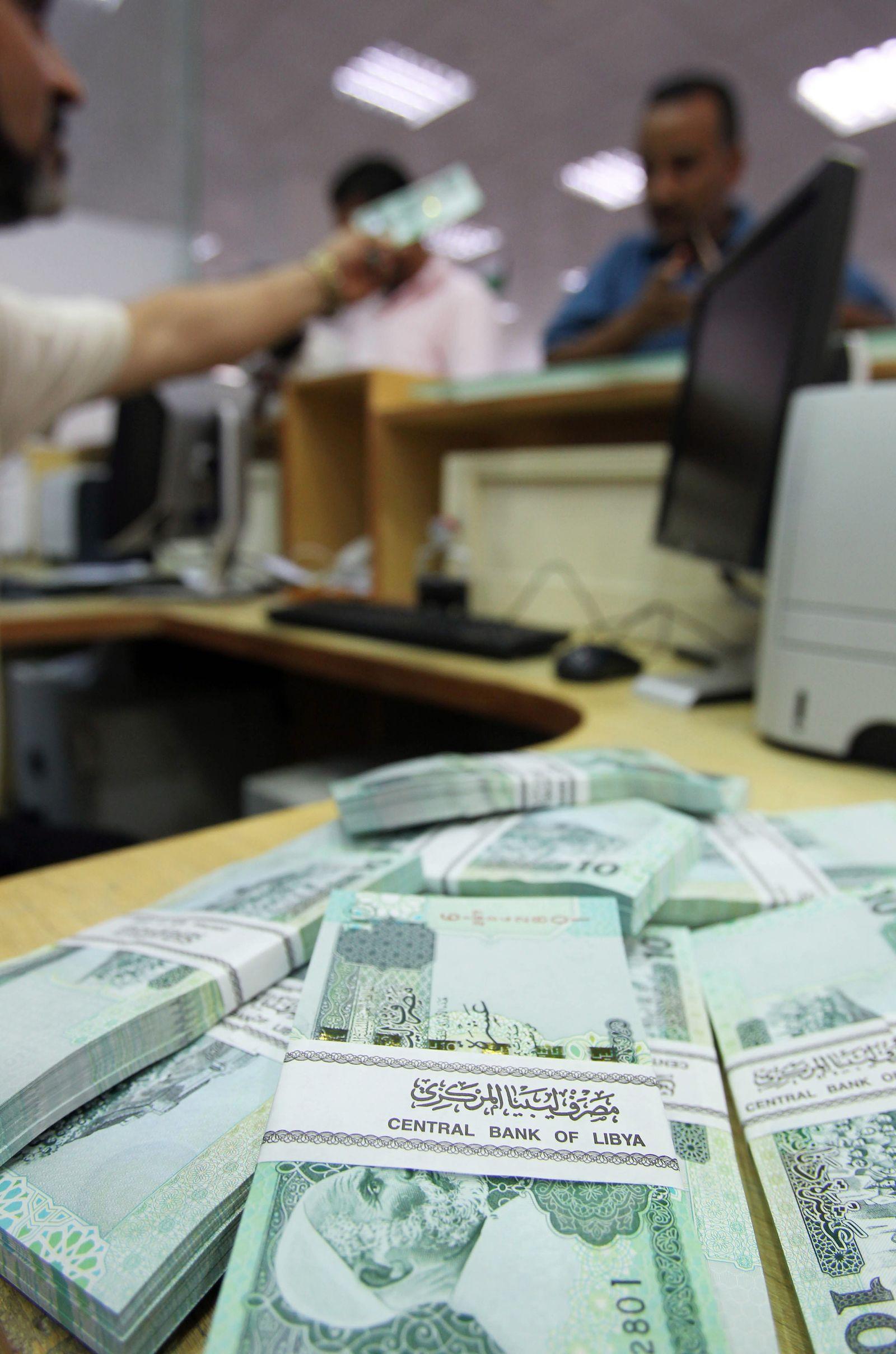 Three banks opened in Tripoli