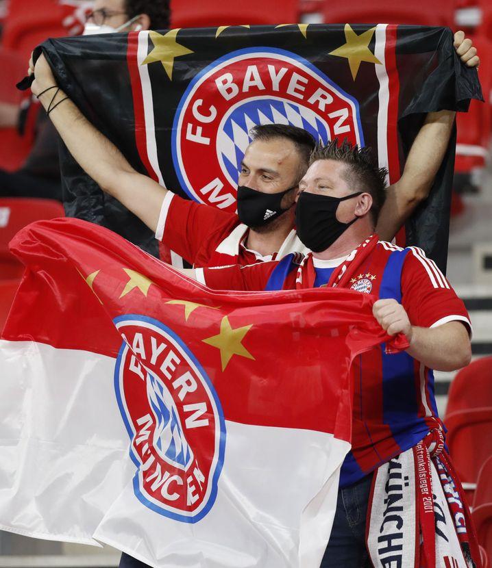 Zwei Bayern-Fans in der Puskas-Arena