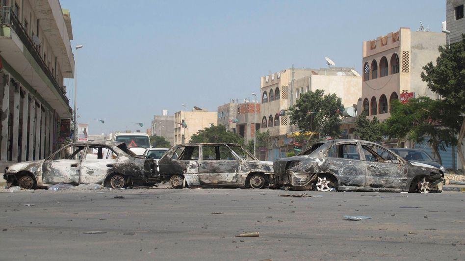 Straßenszene in Tripolis (Juni 2013) nach Zusammenstößen von Milizen