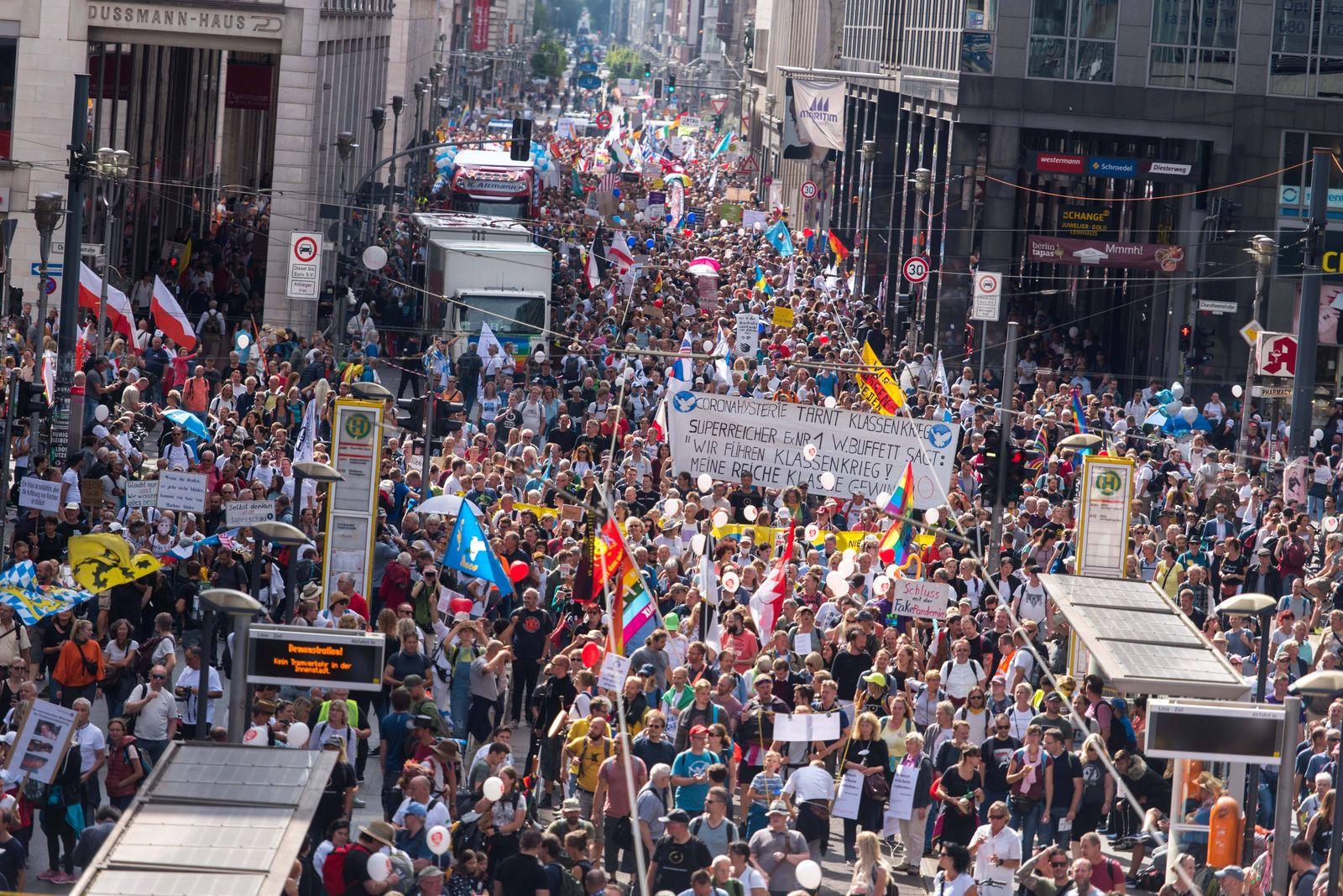 Berlin, Demo gegen die aktuelle Coronapolitik Deutschland, Berlin - 29.08.2020: Im Bild sind Eindrücke von der Demonstr