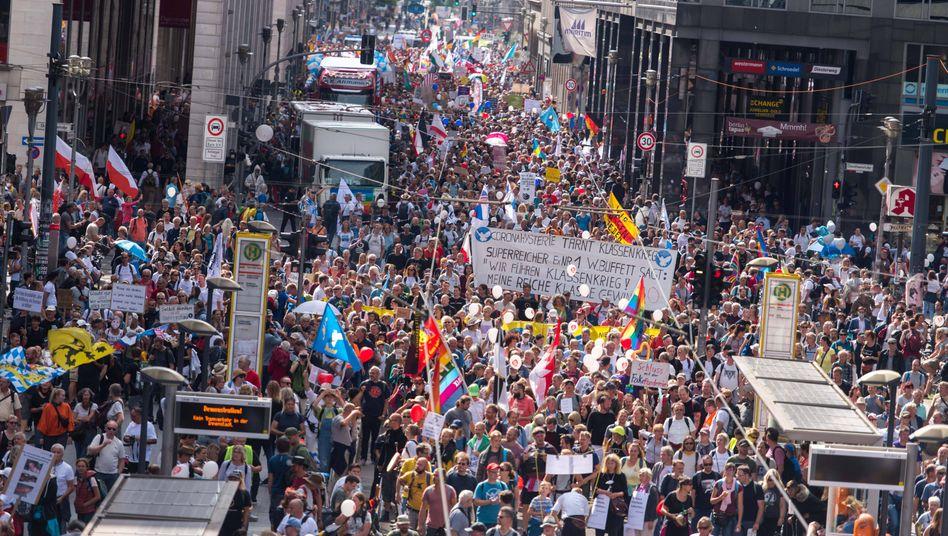 Kein Abstand, kaum Masken: Der Protest in Berlin