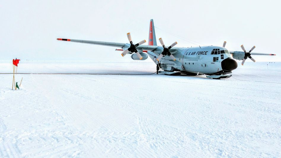 A Lockheed LC-130 Hercules aircraft equipped with skis at the Summit Station in Greenland