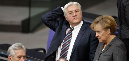 Steinmeier, Merkel: Keine Begeisterung für das Konjunkturpaket