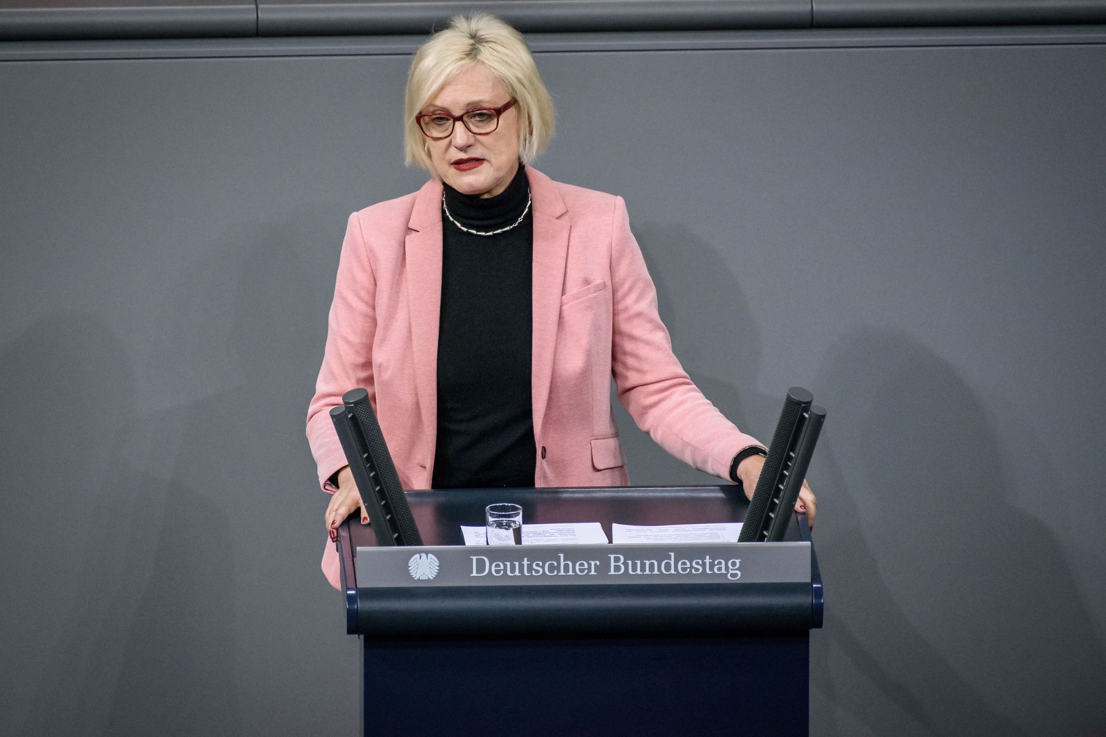 Berlin, Plenarsitzung im Bundestag Deutschland, Berlin - 11.12.2019: Im Bild ist Dagmar Ziegler (spd) während der Sitzun