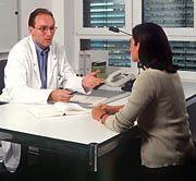 Arzt und Patientin: Hauptsache konsequent
