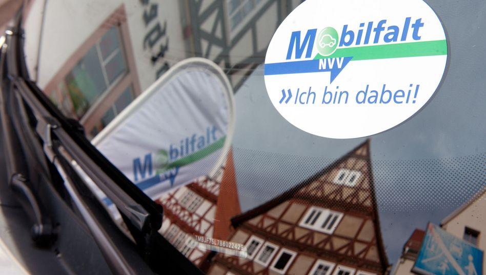 Mobilfalt: In Hessen stehen regelmäßige Autofahrten künftig im Busfahrplan