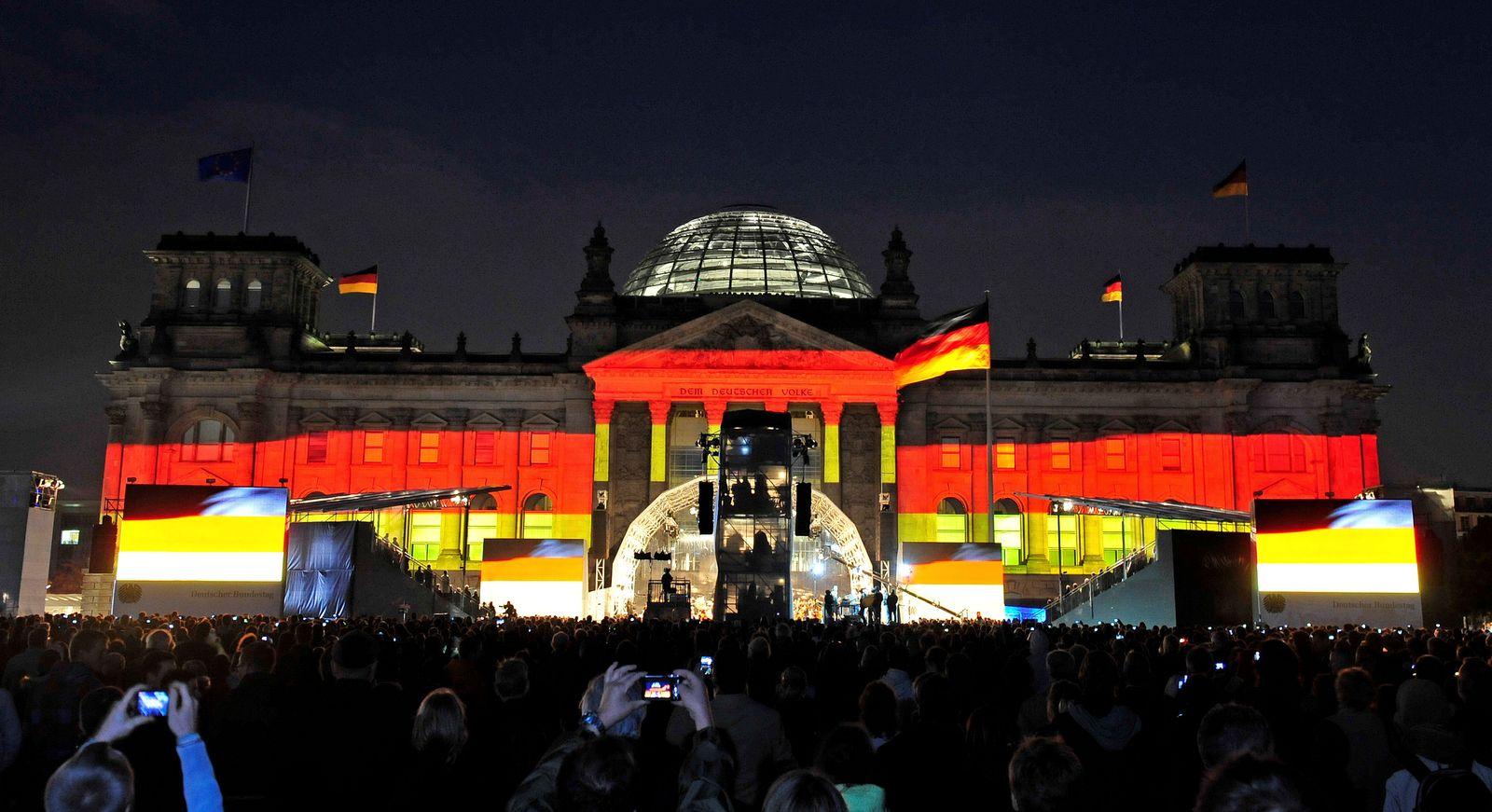 NICHT VERWENDEN Tag der deutschen Einheit / Reichstag