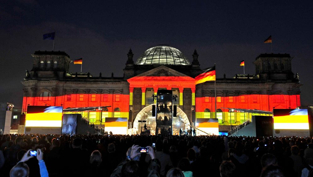 Photo Gallery: German Celebrates 20 Years of Unity