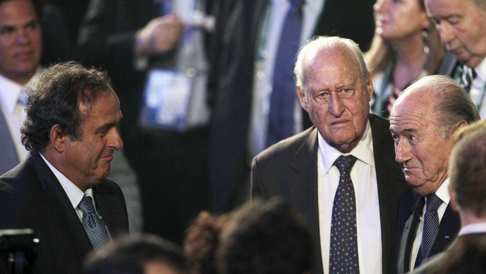 Platini, Havelange, Blatter (v.l., Bild von 2011): FBI ermittelt gegen suspendierten Fifa-Chef