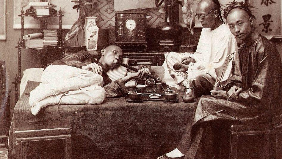 Opiumraucher in China um 1900