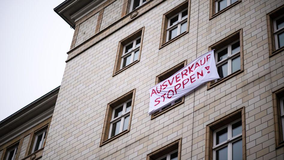 """""""Ausverkauf stoppen"""": Proteste in der Berliner Karl-Marx-Allee"""